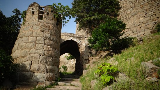 Bhongir Fort: medieval feel