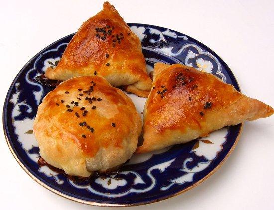 Cafe Navoi Shohnoma: самса с мясном,с тыквой,с зеленью
