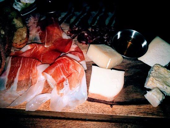 Sotto: 生ハム、チーズ盛り合わせ
