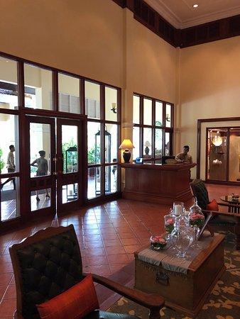 Sofitel Angkor Phokeethra Golf and Spa Resort: Entrance