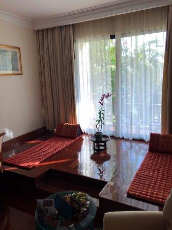 Sofitel Angkor Phokeethra Golf and Spa Resort: Lanai area leading to balcony
