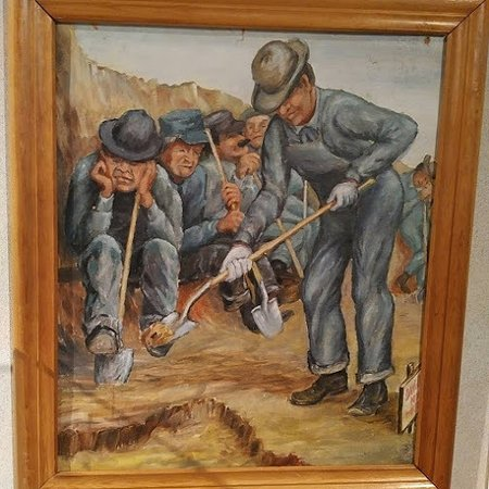 Pembina State Museum: Paintings in the museum.
