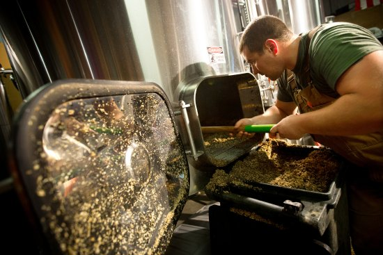Top Rung Brewing Company: Mashing out