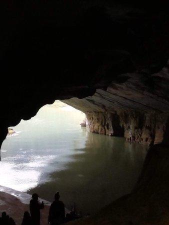 Phong Nha Caves: Der Eingang von innen fotografiert