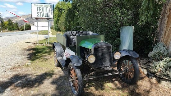 Coal Creek Gardens: The old orchard truck - a 1925 Ford Model T