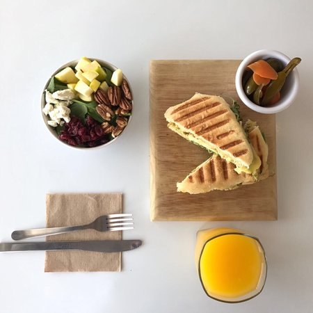 La Botica Kitchen & Juicery: Jugos coldpress, ensaladas, omelletes