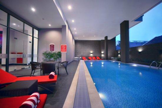 favehotel Losari: Semi Outdoor Swimming Pool
