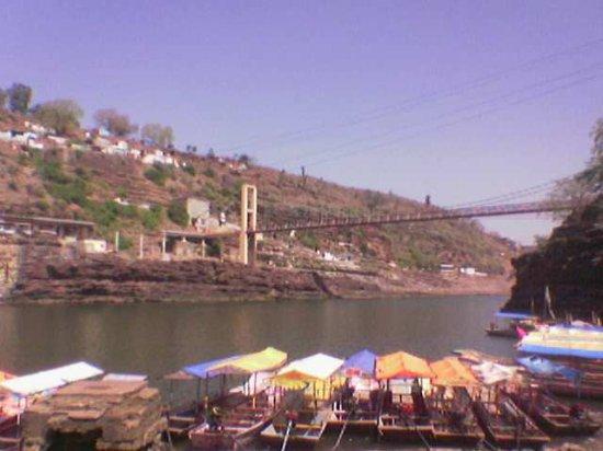 Shri Omkareshwar Jyotirlinga: The boats carries passengers by crossing river Narmada to Omkareshwar Temple