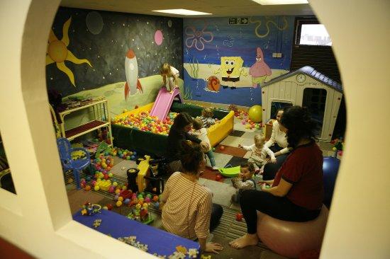 Snug Art Cafe: Kids play area