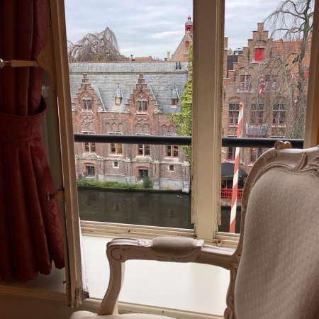 Hotel De Tuilerieen: Canal view from our room