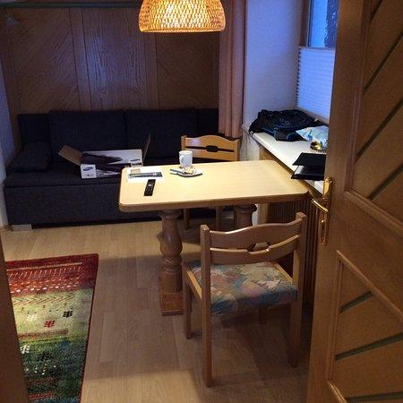 Pension Strolz: Kleines Apartment im Erdgeschoss:  gemütlich, voll ausgestattet, mit eigenem Eingang, gut für zw