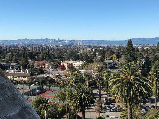 Claremont Club & Spa, A Fairmont Hotel: View from room - SF Bay/harbor in the distance