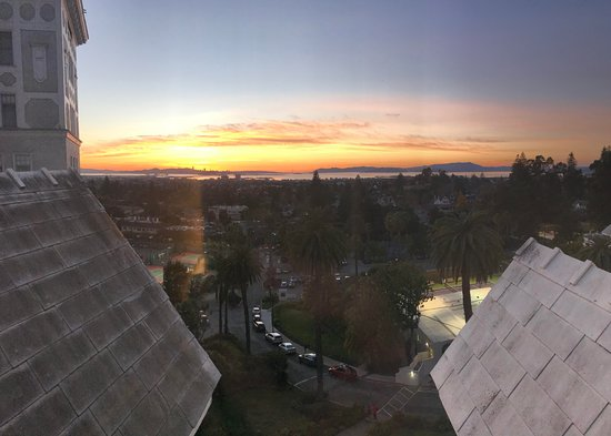 Claremont Club & Spa, A Fairmont Hotel: View from room at sunset - pictures don't do this justice.