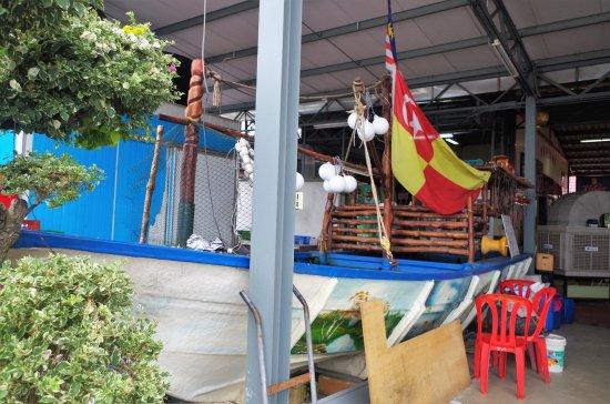 sg Janggut restaurant: Boat display at the Entrance of Restaurant