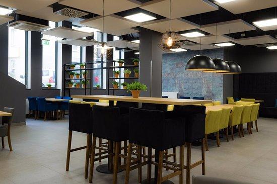 Meet&Eat Pegaz: Restauracja Meet&Eat to idealne miejsce do spotkań i wspólnych posiłków.