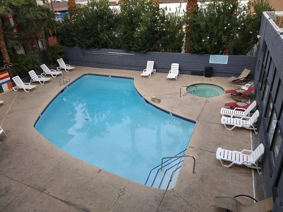Not So Clean Pool With A Small Jacuzzi Picture Of Las Vegas Hostel