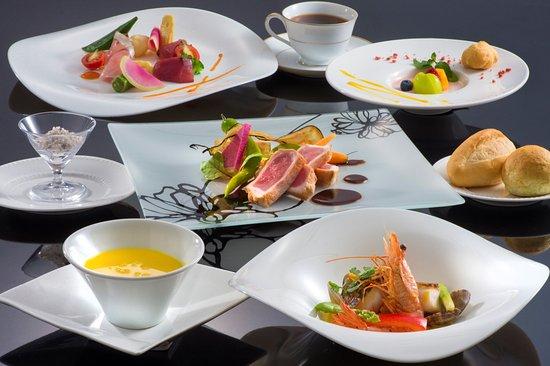 Hotel Altia Toba: 【フルールフレンチ】旬の食材を活かしたフレンチシェフおすすめの彩り鮮やかなコースです。その時の旬の食材をお召し上がりいただけます。