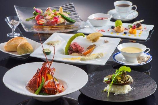 Hotel Altia Toba: 【プレジールフレンチ】伊勢海老、鮑、松阪牛と3大ブランドを使用。当ホテルが誇るフレンチシェフが心と業を込めて調理した高級食材を味わいながら、贅沢な時間をお過ごしください。