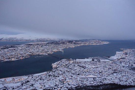 Fjellheisen Tromso: v i ser Tromsøbrua