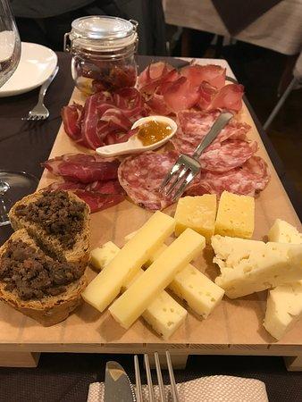 La Locanda: Tagliere di affettati e formaggi misti per 2 persone