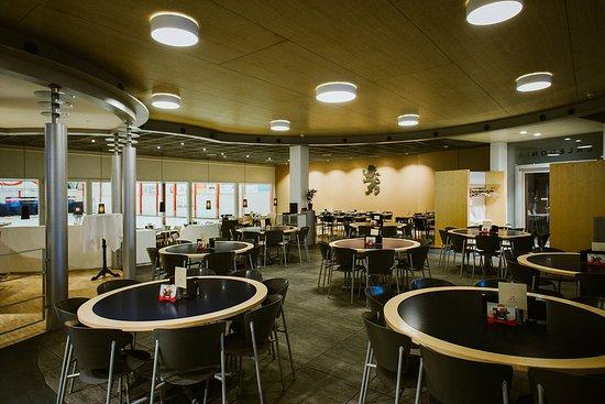 Restaurant & Bar Caledonia: Restaurant mit Rinktischen