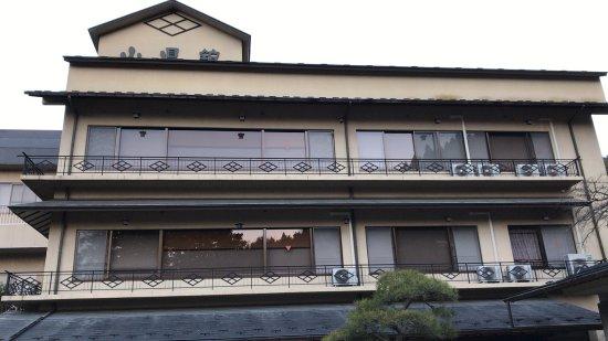 Yamagatakan: 駐車場からの山県館。
