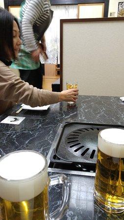 Akihiro-Tei: テーブルの上。まずはみんなビールで乾杯!!