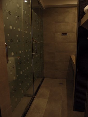 Nanyuan E Home Hotel Ningbo Railway Station North Square: 淋浴間, 手洗盤及坐廁是分開的