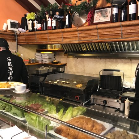 Cerveceria Sento Rambla: Best breaky I have ever had  Go in tell them to give u a surprise!!!!  They lads are hilarious.