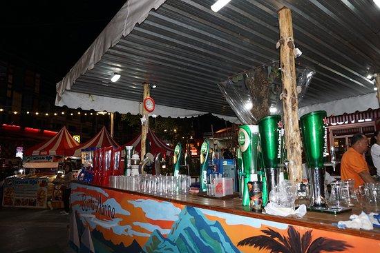 CentralMarina: Outside Open bars