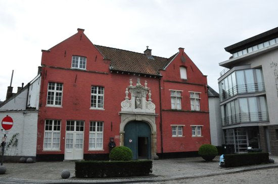 Beguinage: Street view of main entrance.