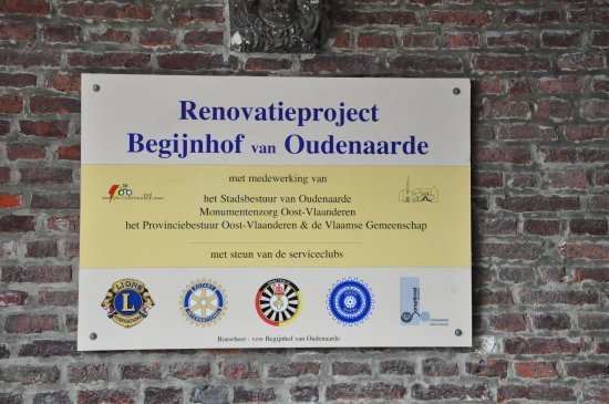 Beguinage: Plate in the entrance.