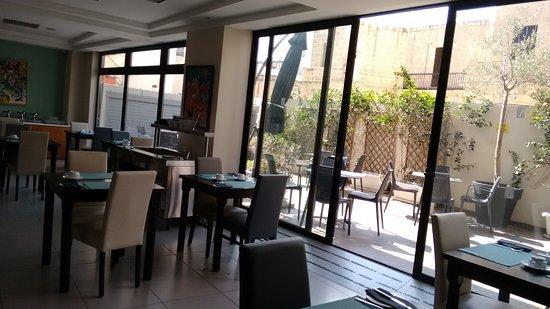 Argento Hotel: Área interna com vista para a externa do café da manhã