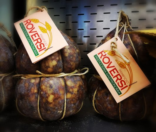 Panificio Roversi: Immancabile sulla tavola di Natale: La Salamina da Sugo! Prodotta in modo artigianale