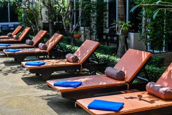 Cascades Boutique Resort: Comfortable Sun Beds