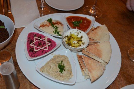 Restaurant Feinberg's: Dips mit Pitabrot
