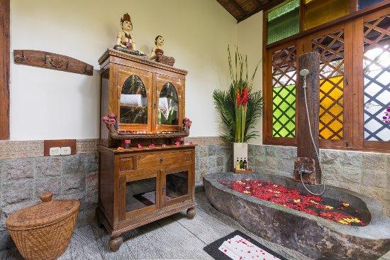 Villa Kampung Kecil: Bathroom Villa Demak