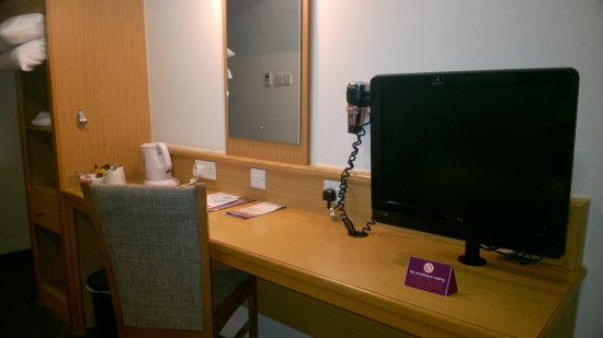Premier Inn London Gatwick Airport (A23 Airport Way) Hotel: Desk And Tea  Making