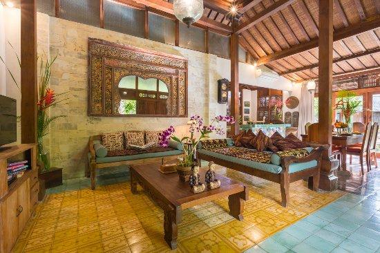 Villa Kampung Kecil: Living room Villa Demak