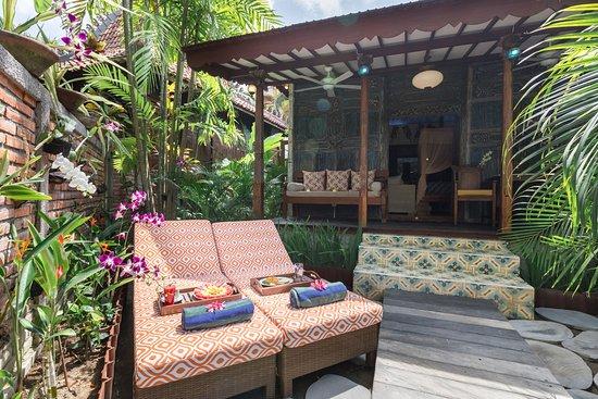 Villa Kampung Kecil: Terrace and Private Sunbed  Villa Klaten