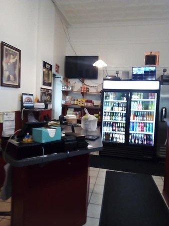 Pittsfield, MA: VARIADAS SODAS COLOMBIANAS Y PERUANAS