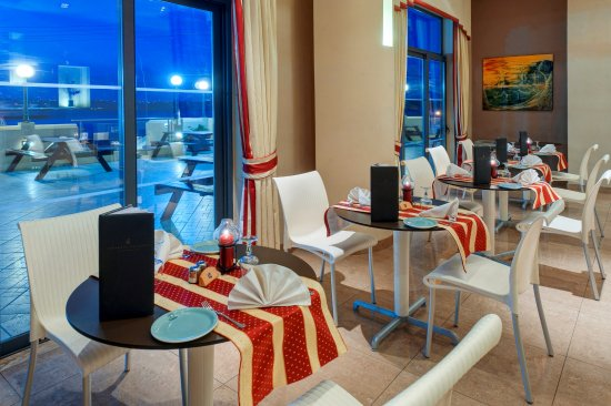 K Lounge: Restaurant with view of Gozo and Comino