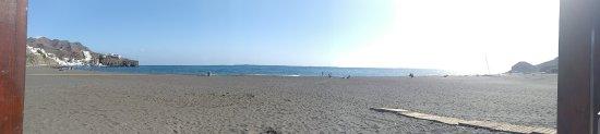 Las Playitas, Spanyolország: Blick auf den Strand von der Strandbar
