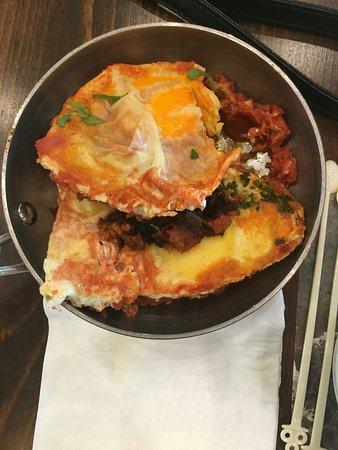 Tzuba Hotel: Great buffet brunch pity the fruit juice isnt freshly squeezed....