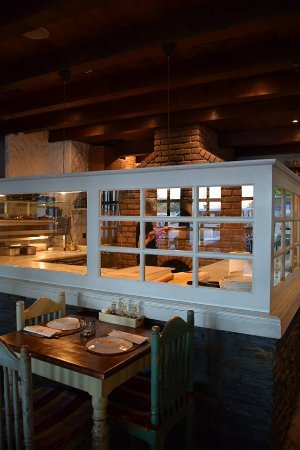 Red Tomato Pizza Restaurant: Wooden fire