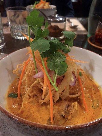 Bangkok, Thai Restaurant: Suppe mit gelbem Curry und 2 Arten Nudeln