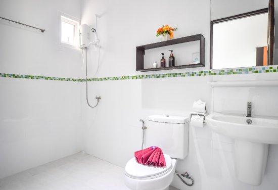 Cascades Boutique Resort: Garden Room Bathroom