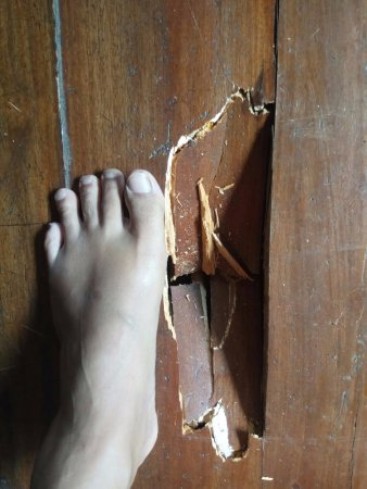 Imah Seniman: a hole on the floor