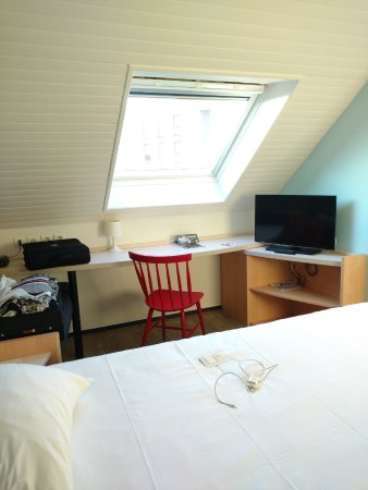 Ibis Brest Kergaradec Airport Hotel : Bureau