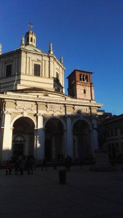 Basilica San Lorenzo Maggiore: L'esterno